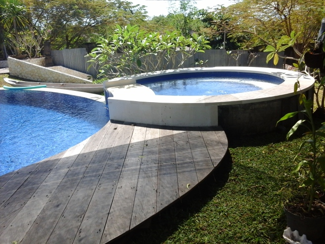 Decking Kolam di Bali